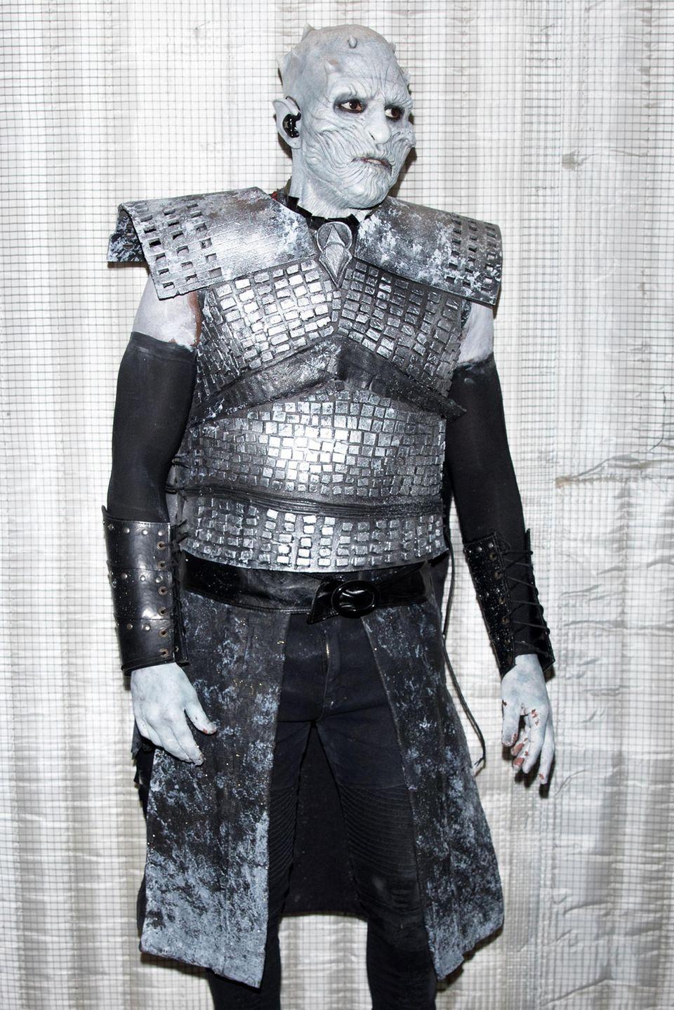 """Kaum zu glauben: In diesem aufwendigen """"Game of Thrones - Night King""""-Kostüm steckt Sänger Jason Derulo."""