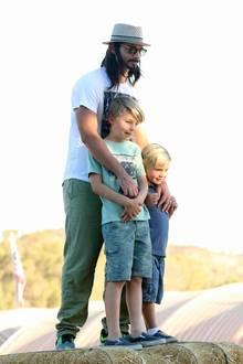 """Kevin Richardson ist seit dem Jahr 2000 mit der Schauspielerin Kristin Kay Willits verheiratet. Mit ihr hat der Sänger zwei Kinder. 2006 kehrte Richardson den """"Backstreet Boys"""" den Rücken, um anderen Interessen nachzugehen; 2012 feiert er sein Comeback."""