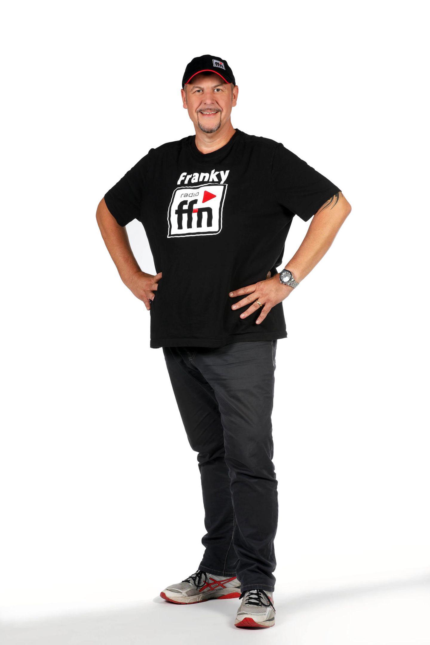 """Im Oktober 2017 wiegt Frank 'Franky' Schambor nur noch 111 Kilo, 67 Kilo hat er in einem Jahr verloren. Seine Reise teilt er mit seinen Zuhörern und viele """"Leidensgenossen/innen"""" haben sich ihm angeschlossen und machen ihm mit ihren Vorher-Nachher-Bildern Mut. Weiter so!"""