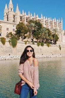 Hach, Mallorca geht immer: Ein Bild vor derKathedrale von Palma darf selbstverständlich nicht fehlen, auch für Moderatorin und Model Rebecca Mir nicht.