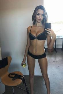 """""""Victoria's Secret""""-Engel Josephine Skriver ist voller Vorfreude auf die große Dessous-Show Ende November. Deswegen übt sie schon mal das Posieren in Unterwäsche und beweist, dass sie schon jetzt in Topform ist!"""