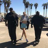 26. Oktober 2017  Kurz hätte man denken können, dass Cindy Crawford ein Foto ihrer Tochter Kaia gepostet hat, die zwischen den Bodyguards herumalbert. Doch weit gefehlt: Es handelt sich um das 51-jährige, ganz schön jung gebliebene Model selbst.