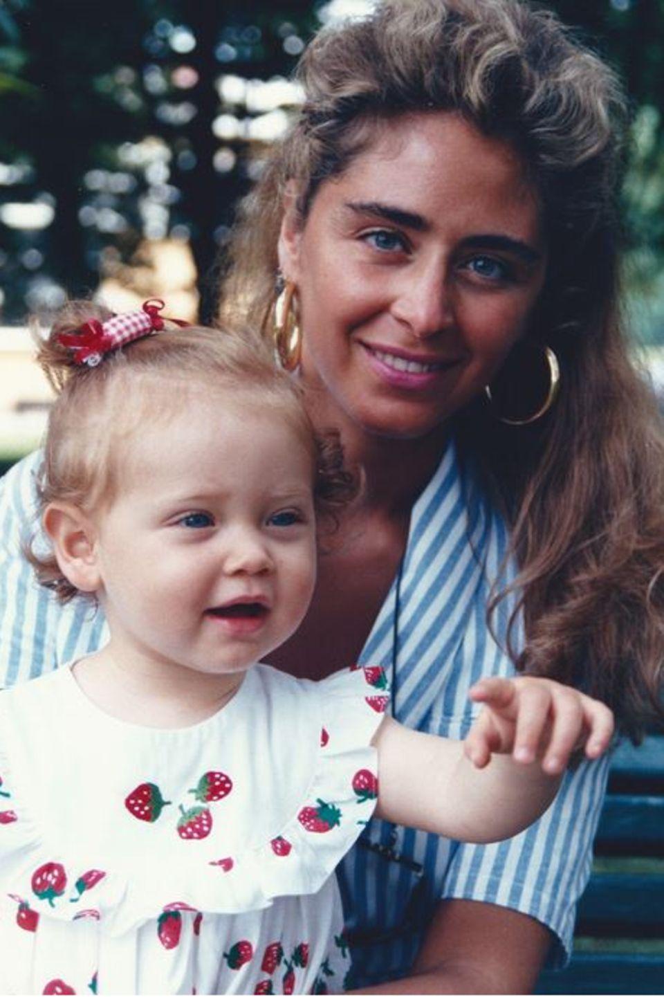Chiara Ferragni hat die guten Gene auf jeden Fall von ihrer MutterMarina di Guardo geerbt. Auf Instagram gratuliert die Star-Bloggerin ihrer Mama mit diesem alten Familien-Schnappschuss herzlich zum Geburtstag.
