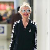 """Selbst der kleine Koffer ist breiter als """"American Pie""""-Star Tara Reid. Die einstige Filmschönheit sieht heute ausgemergelt, dürr und zerbrechlich aus. Einzig ihr charmantes Lachen hat die Amerikanerin noch nicht verloren."""