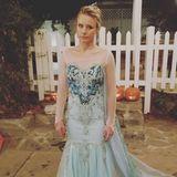 """Kristen Bell guckt etwas bedröppelt. Ihre Tochter hat sie verdonnert als """"Elsa"""" zu gehen, dabei spricht die Schauspielerin in dem Film doch eigentlich die Stimme von deren Schwester """"Anna""""."""