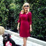 Am Abend tauscht Reese Witherspoon den Oversized-Hoodie und die Sonnenbrille gegen ein elegantes Kleid und eine sexy Maske aus Spitze ein. Mit diesem Schnappschuss zeigt sie ihren Instagram-Followern, wie sie sich auf Halloween vorbereitet.