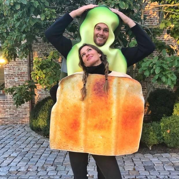 Zum Anbeißen: Gisele Bündchen und Tom Brady präsentieren sich als Toast und Avocado.