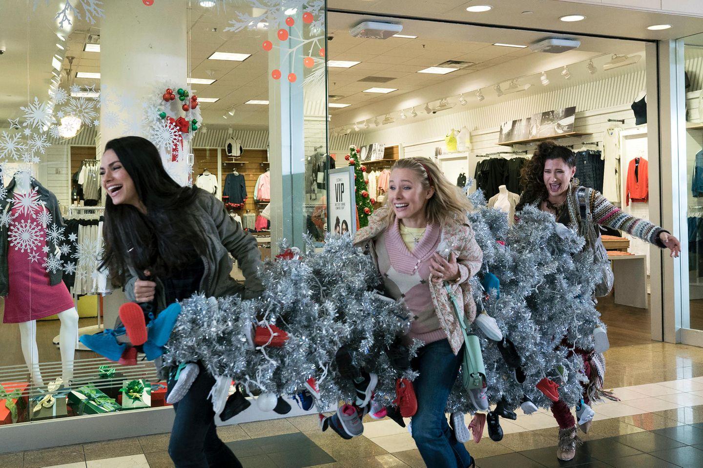 Bad Moms im Weihnachtsfieber: Glitzertanne unterm Arm und Spaß dabei (Szenenbild)
