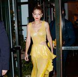 Mit diesem sexy Glitzer-Dress von Prabal Gurtung geht bei Gigi Hadid die Sonne auf.