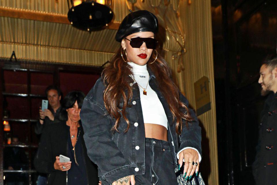 Sängerin Rihanna am Hotel Costes in Paris