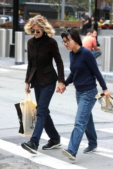 14. Oktober 2017  Hand in Hand unterwegs durch die Straßen New Yorks. Hollywoodstar Meg Ryan und ihre mittlerweile 13-jährige Adoptivtochter Daisy.