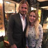 2. November 2017  Cathy Lugner freut sich riesig über das Foto mit diesem heißen Feger: David Beckham.