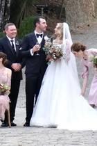 """4. November 2017  Kate Upton hat in Italien ihrem Partner dem Baseballspieler Justin Verlander das Jawort gegeben. Der hat gerade erst mit den """"Houston Astros"""" die World Series gewonnen und macht mit der Hochzeit nun das Glück perfekt. Während sich die Brautjungfern in altrosafarbenen Kleidern präsentieren, strahlt die Braut in einem weißen Hochzeitskleid mit langer Schleppe."""