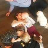 3. November 2017  Mit diesem Bild auf Instagram verkündet Familie Baldwin, dass sie im Frühling Nachwuchs erwarten. Für Hilaria und Alec Baldwin ist es das vierte gemeinsame Kind.