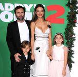 """5. November 2017  Zur Premiere der Komödie """"Daddy's Home 2"""" erscheint Supermodel Alessandra Ambrosio mit der ganzen Familie: Neben Ehemann Jamie Mazur freuen sich besonders die Kids Noah und Anja Louise über die Rolle ihrer Mutter in dem Kinofilm."""