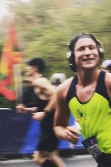 Während des New-York-City-Marathons grinst Vito Schnabel gut gelaunt in die Kamera.
