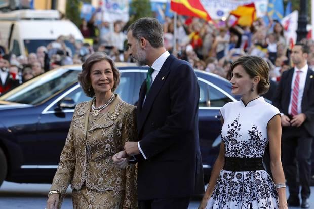 Manchmal auch heute noch gemeinsam bei Terminen unterwegs: König Felipe und Königin Letizia in Oviedo bei den Prinzessin-von-Asturien-Awards gemeinsam mit Alt-Königin Sofia