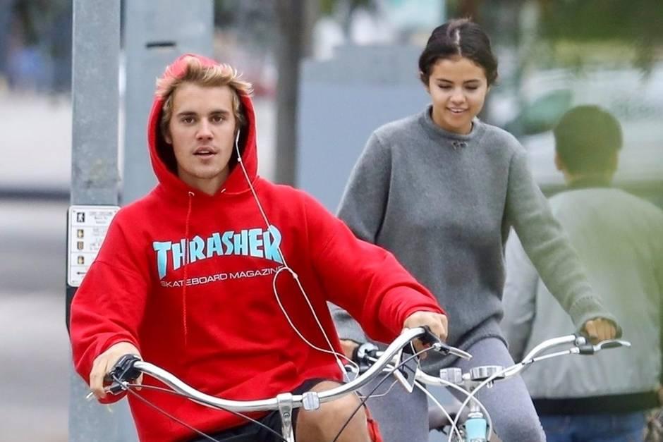 Justin Bieber und Selena Gomez radeln in trauter Zweisamkeit am 1. November durch Los Angeles