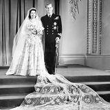 20. November 1947  Das Brautpaar strahlt fürs offzielle Hochzeitsbild.