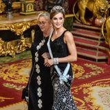 Königin Letizia an der Seite von Nechma Rivlin, der Ehefrau von Israels Präsident Reuven Rivlin, im spanischen Königspalast. In ihrer schwarzen Robe sorgt Letizia für einen royalen Wow-Auftritt.