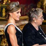 Besonders Letizias durchtrainierte Oberarme fallen beim Empfang des israelischen Präsidenten-Paar ins Auge. Die spanische Königin scheint sich regelmäßig sportlich zu betätigen. Ein paar Kilo mehr auf den Hüften würden ihr allerdings auch nicht schaden.