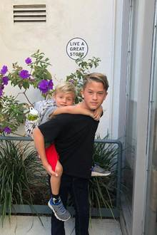 4. November 2017  Schauspielerin Reese Witherspoon postet ein liebevolles Foto ihrer Söhne Tennessee und Deacon.
