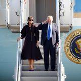 """7. November 2017  Ankunft in Südkorea: First Lady Melania Trump und US-Präsidant Donald Trump steigen aus der """"Air Force one"""" aus."""