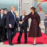7. November 2017   Hand in Hand: Donald Trump und seine Melania während der Ankunft in Südkorea.