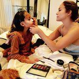 1. November 2017  Zu Halloween geht Jennifer Lopez ihren Mama-Pflichten nach und schminkt ihre Tochter Emme zu einer Wildkatze. Besonders cool: Dafür benutzt sie ihr eigenes Beauty-Case.