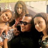 28. Juli 2017  Familienzeit im hause Lopez-Rodriguez! Dieses niedliche Foto zeigt besonders gut, wie schön die zwei Familien zusammen gewachsen sind.