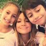 14. Mai 2017  Den Muttertag verbringt Jennifer mit ihren süßen Zwillingen. Zur Erinnerung wird ein Selfie geschossen.