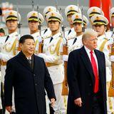 9. November 2017  Chinas Staatspräsident Xi Jinping und US-Präsident Donald Trump während der Willkommenszeremonie in Peking.