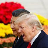 9. November 2017   Präsident Donald Trump zeigt sich begeistert von der aufwendigen Willkommenszeremonie in Peking.