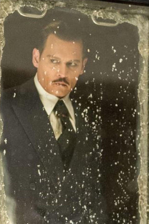 Es ist kalt und es gilt, einen Mord zu lösen: Johnny Depp (Szenenbild)