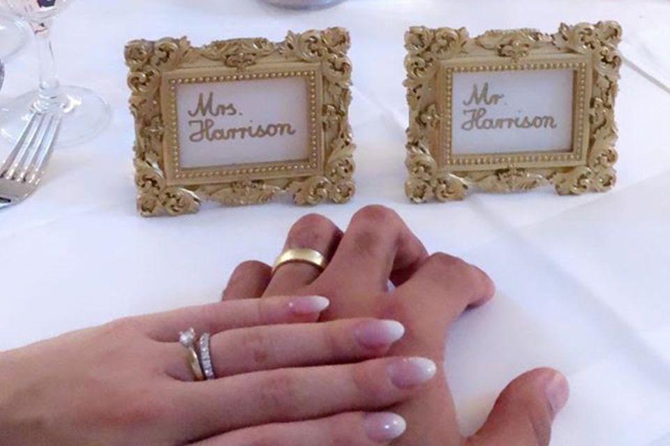 Dominic Harrison und Sarah Nowak zeigen in den Instagram-Stories stolz ihre Eheringe