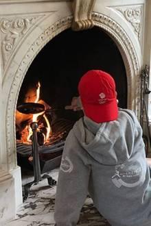 11. November 2017  Bruder Romeo Beckham entscheidet sich hingegen dafür, Esskastanien zu rösten. Das nennen wir mal Winter-Idylle in den eigenen vier Wänden.