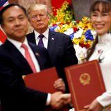 12. November 2017  Donald Trump beaufsichtigt Unterzeichnungen von Businessdeals zwischen USA und Vietnam.