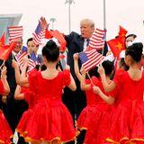12. November 2017  Es heißt Abschied nehmen: Vor dem Fahnenmeer aus US-Flaggen und kommunistischen Sternen winkt Donald Trump Vietnam zu. Nächster Halt: die Philippinen. Falls sich jemand fragt, wo Donalds bessere Hälfte abgeblieben ist: Melania Trump ist bereits von China aus gen Heimat gereist.