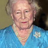 Queen Mum 2003 mit der Ahornblatt-Brosche. Ob Herzogin Catherine genau diese trägt oder es mehrere, sehr ähnliche, in der Familienschmucksammlung gibt, ist allerdings unklar.