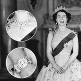 Die Queen mit dem Nizam-von-Hyderabad-Kollier 1954. An ihrem Handgelenk zu erkennen ist außerdem das Hochzeitsgeschenk von Prinz Philip, ein Armband, das er aus Steinen fertigen ließ, die einst das Diadem seiner Mutter Prinzessin Alice schmückten.  Die Queen verleiht das Armband nicht nur, sie trägt es immer wieder, beispielsweise auf dem offiziellen Porträt zu ihrem diamantenen Thronjubiläum 2012.