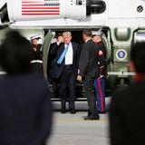 14. November 2017  Mit dem Hubschrauber kommt Donald Trump am Flughafen Manilas an, wo er von salutierenden US-Soladaten in Empfang genommen wird.