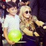 In Mexiko freut sich dieser niedliche Fan über ein Selfie mit Paris Hilton. Danach wird es so richtig süß ...