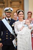 Prinz Carl Philip und Prinzessin Sofia mit Söhnchen Alexander bei dessen Taufe im September 2016