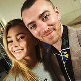 16. November 2017  Stolz posiert Fan Stefanie Giesinger mit Popstar Sam Smith. Das deutsche Model und der britische Singer-Songwriter sind während der Bambi-Verleihung über den Weg gelaufen.