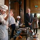 18. November 2017  Gibt's etwa Clown zum Lunch? Prinz William scheint die Köche beim LandAid-Charity-Event in London ganz köstlich zu amüsieren.