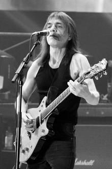 18. November 2017  Der AC/DC-Gitarrist Malcolm Young ist im Alter von 64 Jahren verstorben, nachdem er schon seit einigen Jahren schwere gesundheitliche Probleme und die Band 2014 endgültig verlassen hatte. Als Gründungsmitglied und Songwriter von AC/DC erschuf er mit seinen Kollegen den unvergleichlichen Sound der Gruppe.