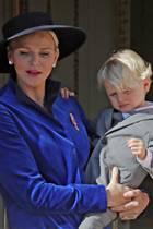 Noch bleiben die Zwillinge Prinzessin Gabriella und Prinz Jacques während des Gottesdienstes im fürstlichen Palast, bei den traditionellen Fotos auf dem Balkon sind die beiden dann aber auf dem Arm ihrer Eltern natürlich mit dabei.