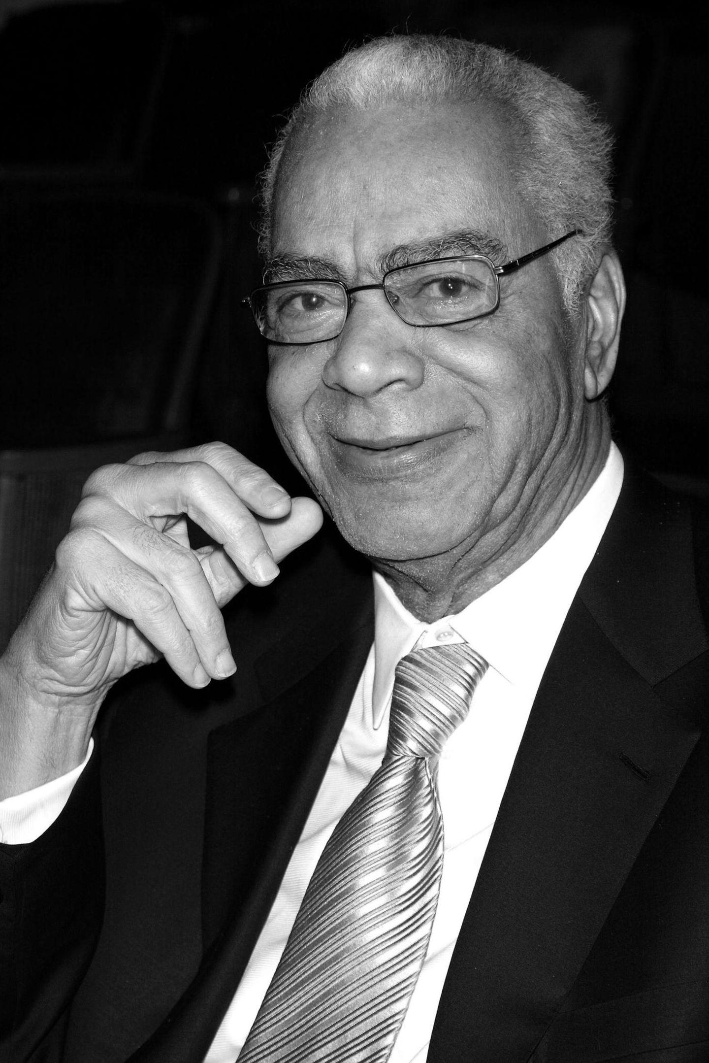 """17. November 2017: Earle Hyman (91 Jahre)  Schauspieler Earle Hyman, der für seine Rolle als Cliff Huxtables Vater Russell in """"Die Bill Cosby Show"""" bekannt war, ist im Alter von 91 Jahren gestorben. Laut """"The Hollywood Reporter"""" starb Hyman am Freitag in Englewood, New Jersey."""