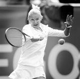 """19. November 2017: Jana Novotná (49 Jahre)  Sie war eine der größten Konkurrentinnen von Steffi Graf und siegte in Wimbledon: Tennis-Star Jana Novotná ist gestorben. In einer Erklärung auf """"wtatennis.com"""" heißt es zudem: """"Nach einem langen Kampf gegen den Krebs starb Jana friedlich, umgeben von ihrer Familie in ihrer Heimat Tschechien, im Alter von 49 Jahren."""""""