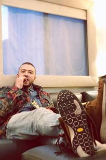 """Justin Timberlake macht es sich bequem und postet simpel und knapp: """"Snacks""""."""